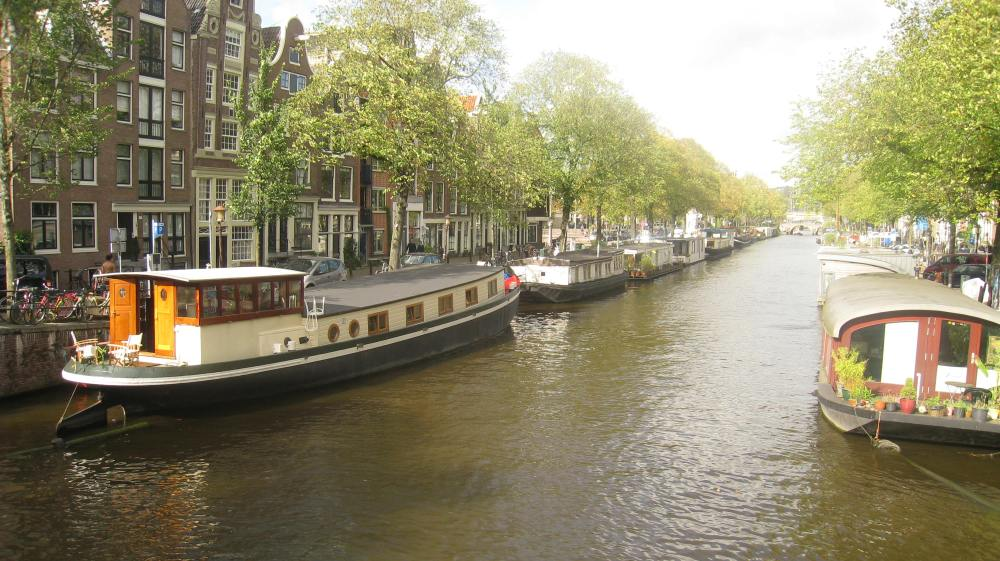 canal-boats-amsterdam